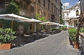l empty sunny bar rome Beating The Heat In Romes Summer