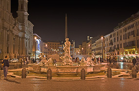 l navona1 night rome Why I Love Piazza Navona On A Postcard