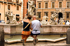 A visiting couple on Piazza Navona
